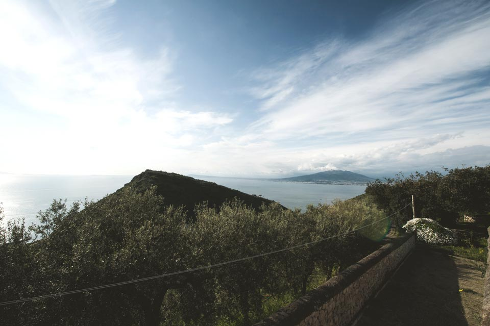 venue_overlooking_Vesuvio