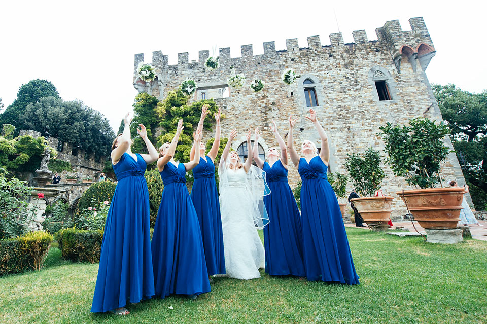 bride-bridesmaid-funny-photography